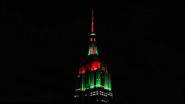 Empire State Building Dazzles at Christmas Time (VIDEO)!